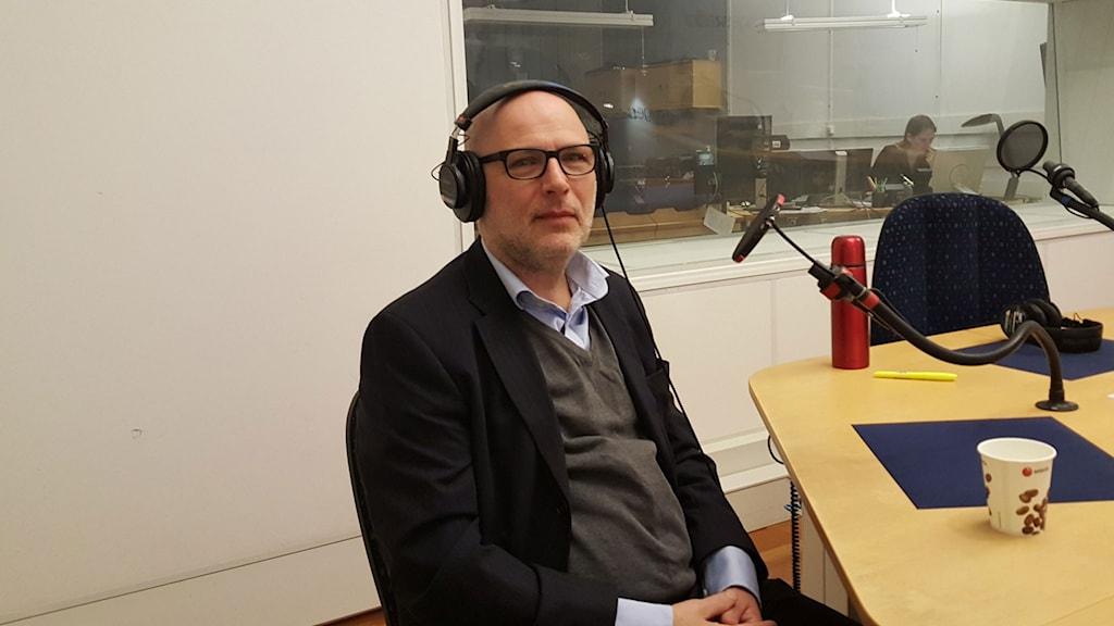 """Bernt Hermele, journalist och författare till boken """"Judejävel""""."""