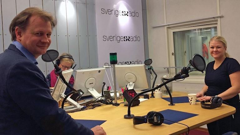 Carl Schlyter (MP), ordförande i riksdagens EU-nämnd, Ulrika Karlsson (M), riksdagsledamot, och vår programledare Anna Hernek.