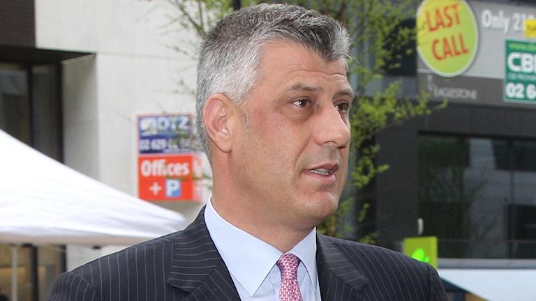 Kosovos nye president Thachi, leder ett av partierna som i dag sitter i regeringen