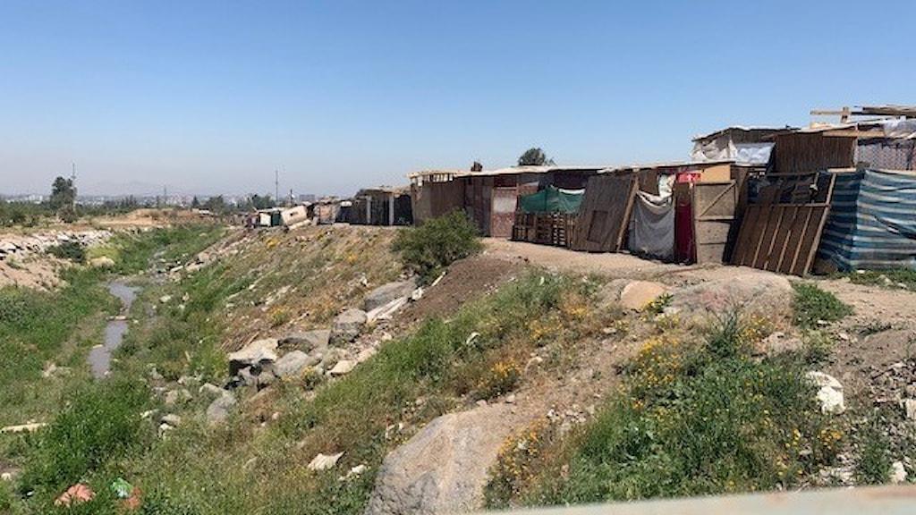 700 familjer ockuperade en tom kommunal tomt i januari och döpte området till Campamento Dignidad, Värdighetslägret.