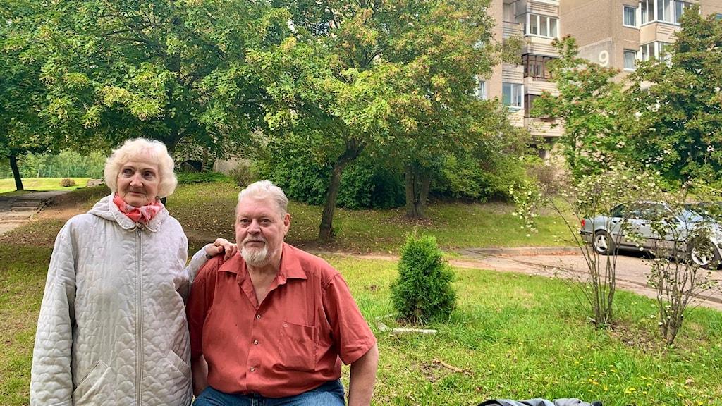 Emilija och Vytautas bor har bott i stadsdelen Fabijoniškės, i Vilnius, i över 30. De minns både Tjernobylkatastrofen 1986 och inspelningen av HBO-serien Chernobyl.