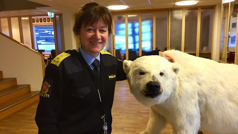 """""""Vi lever mitt i klimatförändringen"""", säger Kjerstin Askholt, sysselman på Svalbard."""