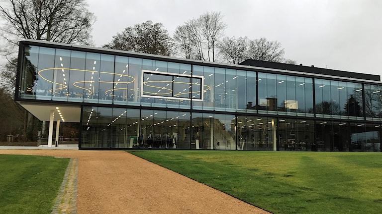 Efter fem års totalrenovering har Afrikamuseet i Tervuren utanför Bryssel vuxit från 6 000 till 11 000 kvadratmeter och har fått en ny, modern inglasad entré. Den största förändringen är dock innehållet i museet.