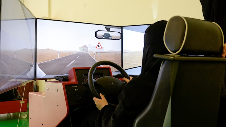 Kvinna i Saudiarabien på körskola