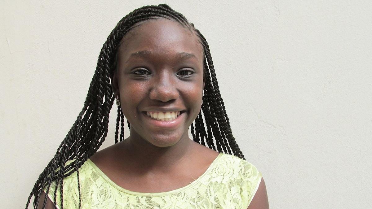 Youma Fall är 24 år och tillhör den nya generationen entreprenörer inom informationsteknologi i Senegal. Utöver en applikation för utbyte av skolböcker, så jobbar hon nu på att utveckla ett betalningssystem för hemsidor.