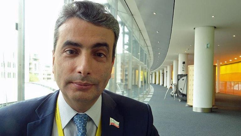 Lev Schlossberg oppositionspolitiker som blev misshandlad vid sitt hem i Pskov, deltog i EU Rysslandssamtal i Bryssel.