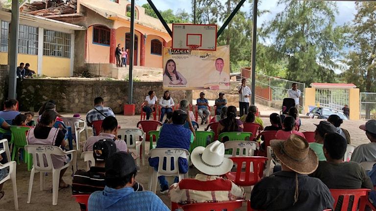 Kampanjmöte i den lilla byn Aguas Frias utanför Chilapa.