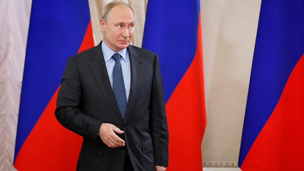 Rysslands president Vladimir Putin är en av detagarna vid det ekonomiska forum som pågår i St Petersburg. Han kommer möta Kinas president Xi Jinping.