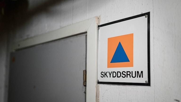 STOCKHOLM 2017-07-12 Skylt utanför ett skyddsrum