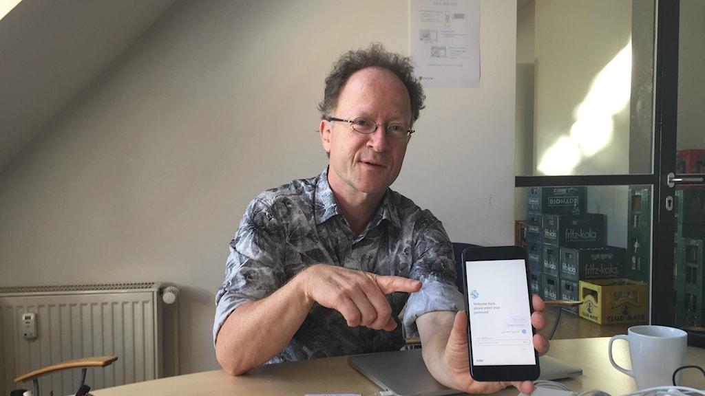Utvecklingschef Martin Hirsch på Ada tror inte appen kommer att göra läkare arbetslösa utan bara spara resurser åt vården.