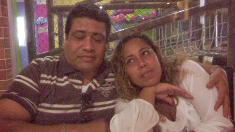 Liliana Ricardo med sin bror Arnold Ricardo, som blev Colombias första dödsoffer i covid-19