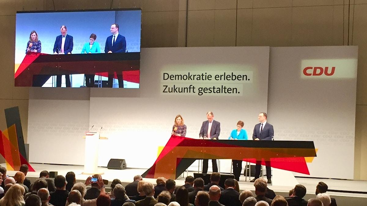 De tre rivalerna om CDU-ledarposten har turnerat runt Tyskland för att presentera sig för partimedlemmarna. I Berlin möttes de för en sista drabbning inför den avgörande partikongressen.