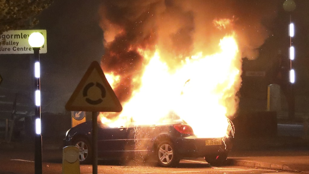 Brinnande bil.