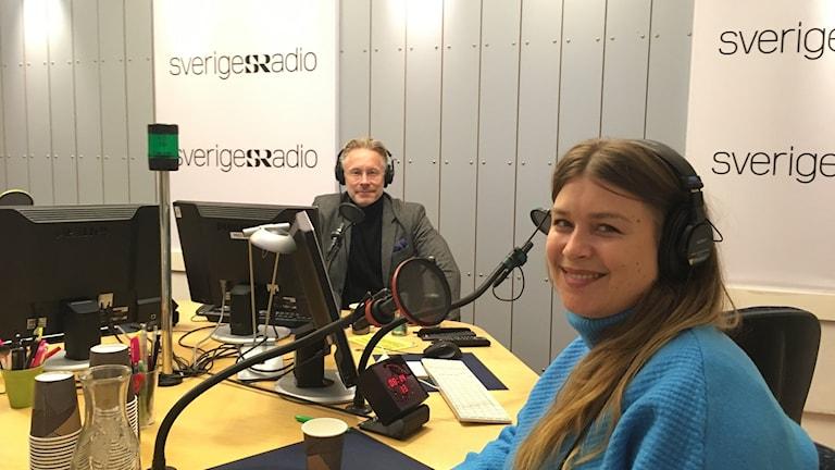 Daniel Alling och Linnéa Henriksson snackar covers i P1-morgon.