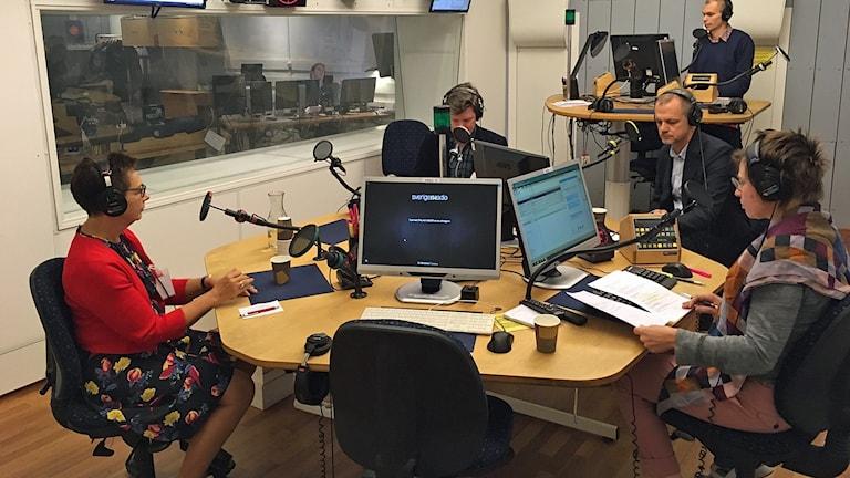 Förläggaren Dorotea Bromberg, litteraturforskaren Jerry Määttä och Henrik Selin från Svenska institutet.