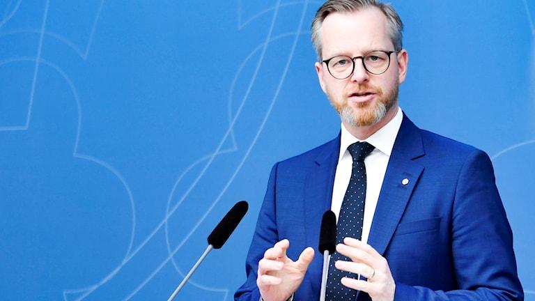 Inrikesminister Mikael Damberg besöker Sätra.