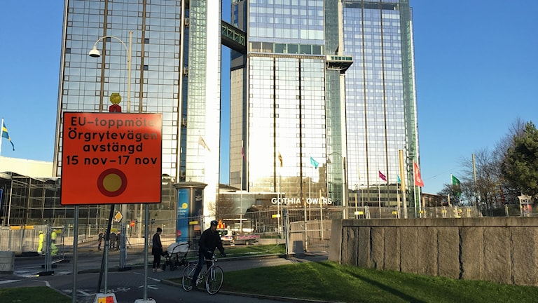 Avstängt vid Korsvägen och hotellet där EU:s stats- och regeringschefer bor under EU-toppmötet i Göteborg.