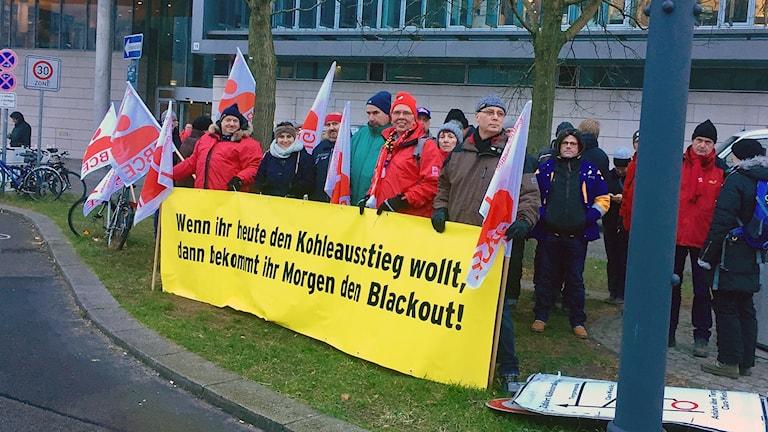 Gruvarbetare från östra Tyskland är oroliga för att jobben ska gå förlorade och hela Lausitzregionen ska avfolkas om kolkraften läggs ned.