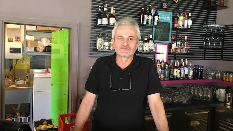 Nenad Bogdanović servitör Belgrad är oroad av West Nile virusepidemin.