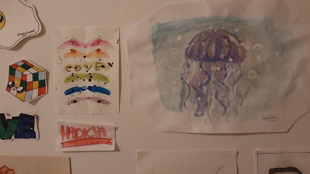 Teckningar på en vägg.