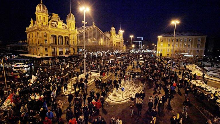 Protester i Budapest mot de nya arbetslagarna.