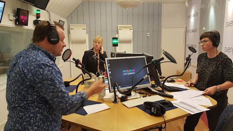 Johan-Mathias Sommarström, korrespondent, utrikesminister Margot Wallström och Cecilia Strömberg, programledare