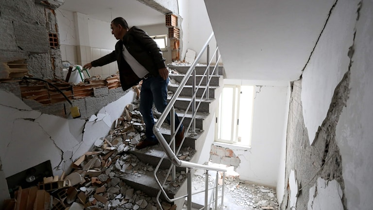 Jordbävningsskadat hus i albanska Durres.
