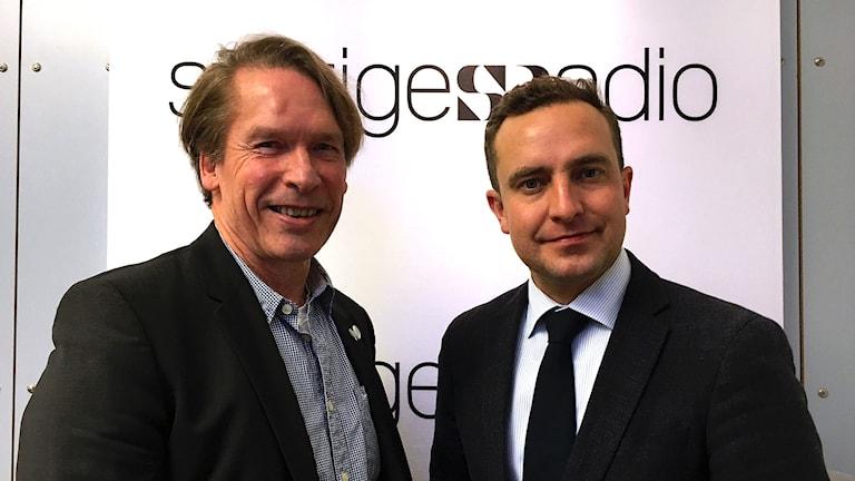 Mats Pertoft (MP) och Tomas Tobé (M) i P1-morgons studio.