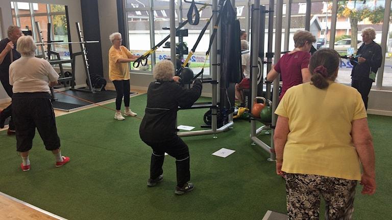 äldre tränar