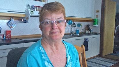 Majsan Hansson bor i fjällbyn Matsdal i Västerbotten.  Eftersom hon inte längre kan köra bil på grund av artros och värk i axlarna, blir hon beroende av att andra ska skjutsa henne. Lokaltrafiken kör alltför glesa turer.