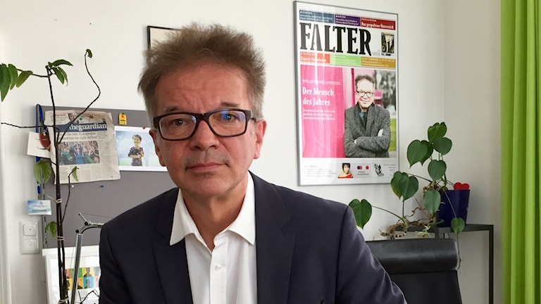 Rudi Anschober, grön integrationsminister i delstatsregeringen i Oberösterreich har tagit initiativ till ett upprop för utbildning istället för utvisning, som stöds av 73.000 personer över partigränserna.
