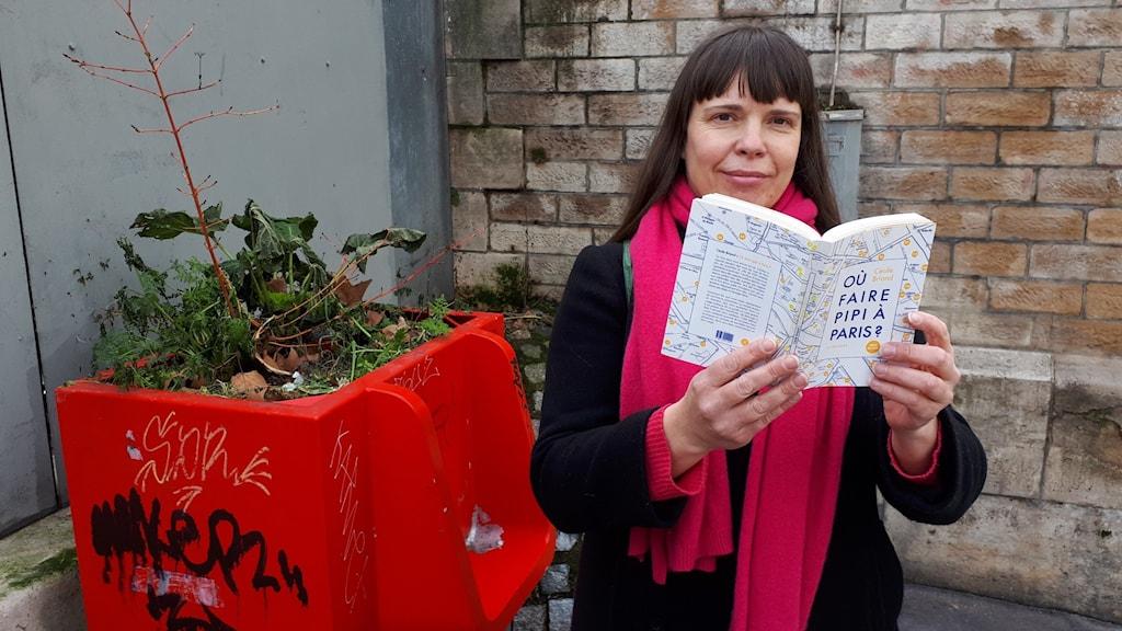 Författaren Cecile Briand har skrivit handboken 'Var kan man kissa i Paris'.