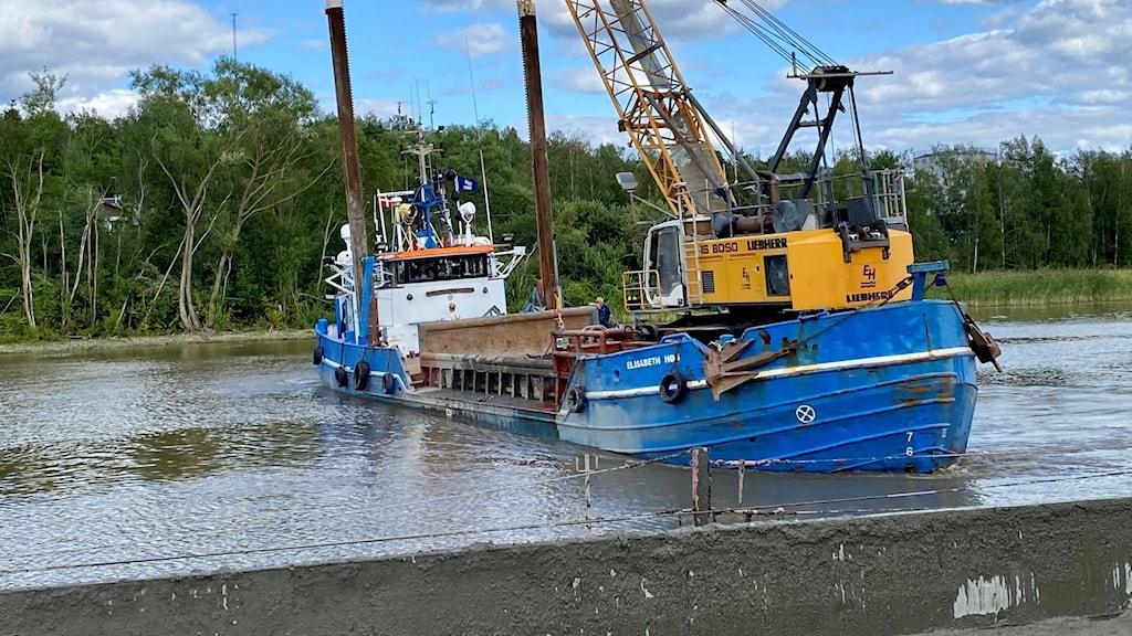 Mudderverk, blå båt, vatten