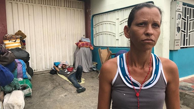Clarith säger att colombianer slänger glåpord efter dem.
