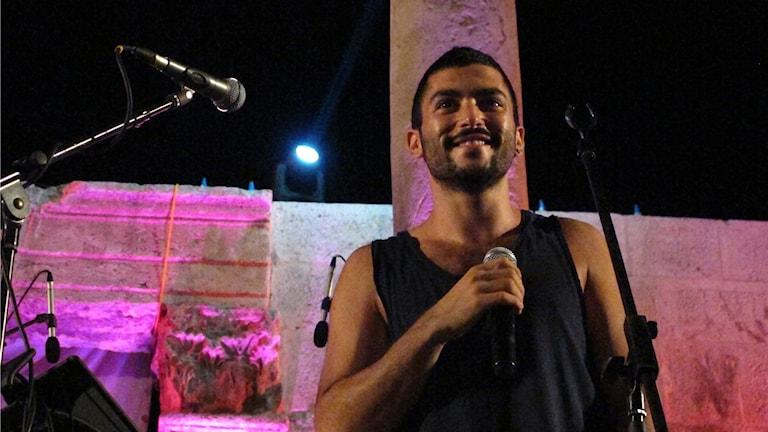 Hamed Sinno, sångare i gruppen Mashrou' Leila, vid en konsert i Amman 2012.