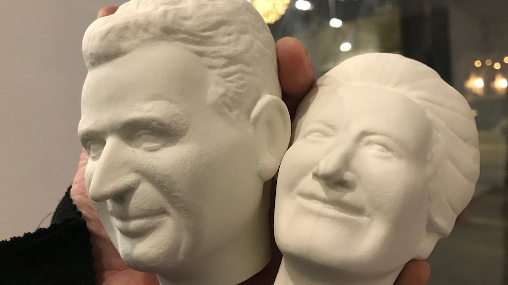 Två vita huvuden.