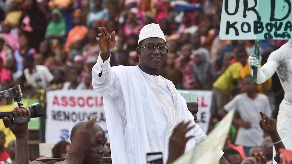 Oppositionsledaren SoumaIla Cisse under valturné.