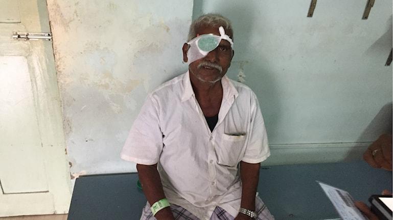 Bonden S C T Lingyam har varit blind av starr i flera år