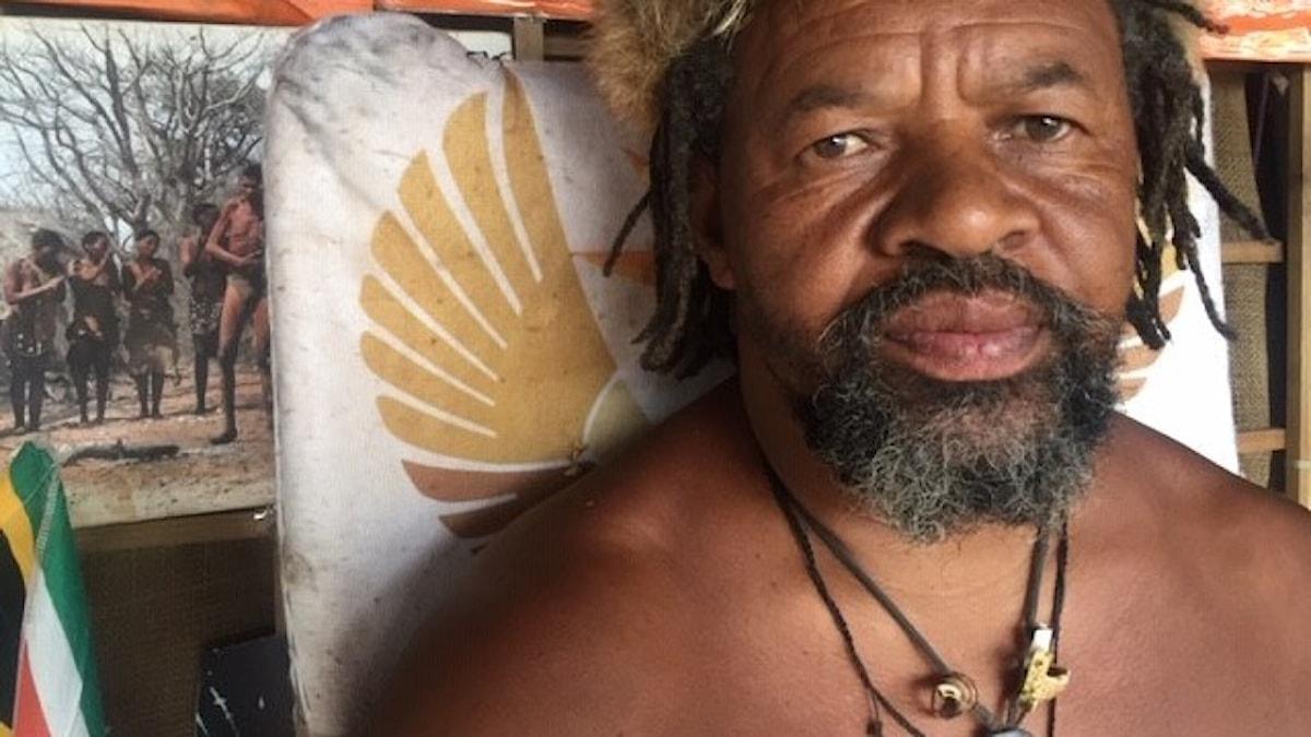 Han kallar sig King Khoisan, ursprungsbefolkningen som slåss för sina rättigheter i Sydafrika.