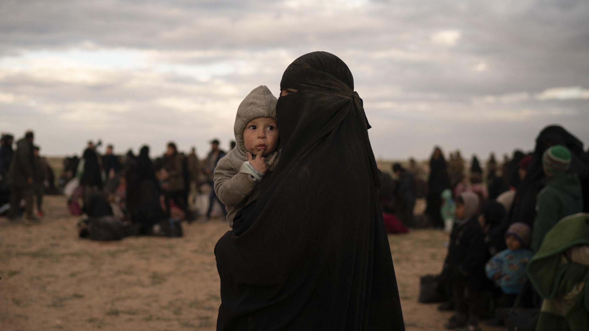Så tas de tre IS-kvinnorna emot i Sverige