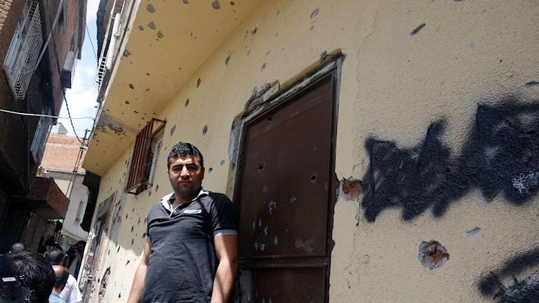 Skotthål på väggarna i Diyarbakirs gamla stad.