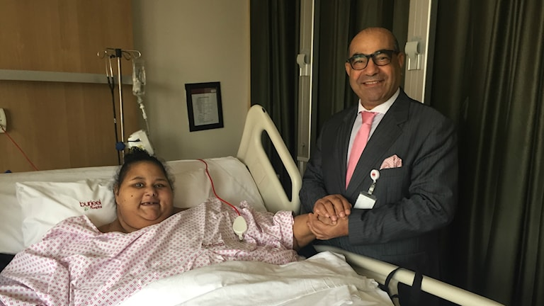 Eman Ahmed Abd El Aty med chefsläkaren Yassin El-Shahat på Burjeelsjukhuset