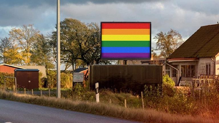 Prideflaggan projiceras på 13 digitala reklamskyltar i Sölvesborg.