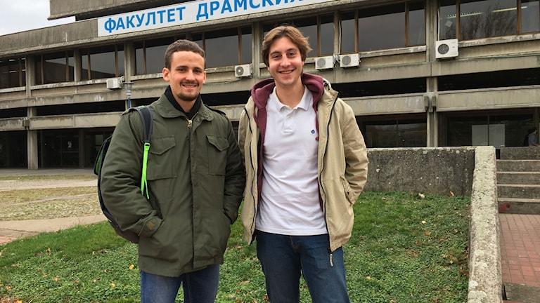 Studenterna Gavrilo Vučetić och Pavle Terzić riskerar böter, anklagade för att ha organiserat en olaglig demonstration mot landets ledning.