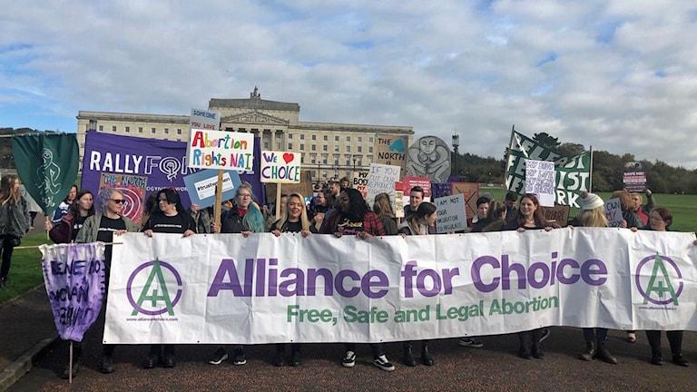 Vid midnatt blev aborter och även samkönade äktenskap lagliga på Nordirland.