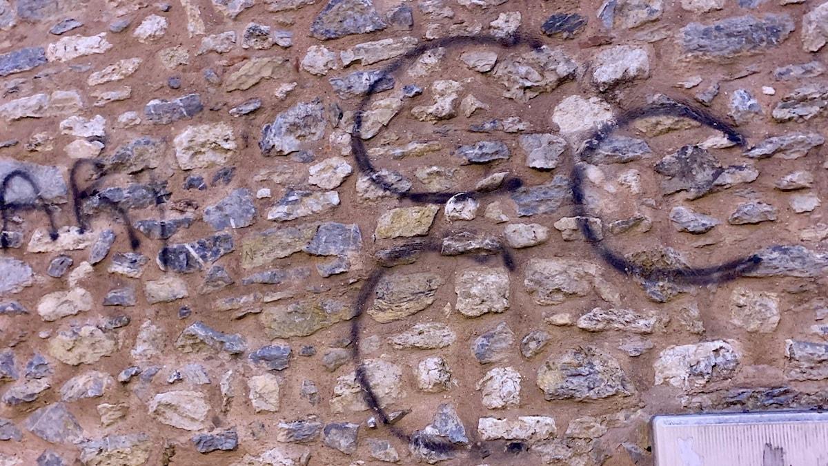 Ultranationalisternas symbol, klottrat på mur i Istanbul.