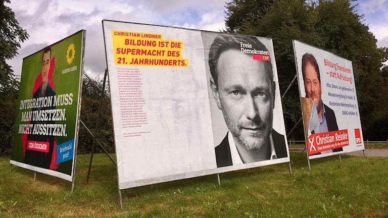Liberalerna, FDP, har fått stor uppmärksamhet för sina valaffischer. Foto Daniela Marquardt/Sveriges Radio.