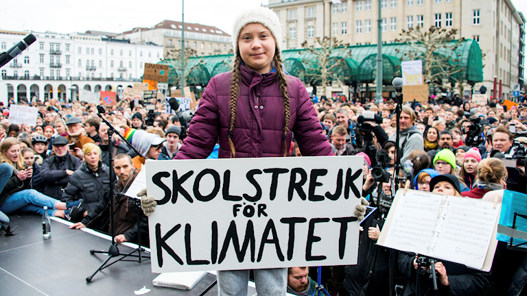 Greta Thunberg framför strejkande elever i Hamburg. Bilden är från mars i år.