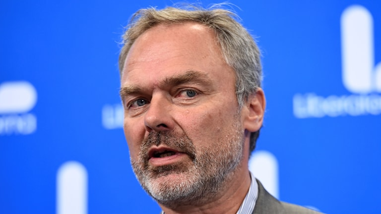 Jan Björklund is leader of the Liberals, aligned with the centre-right Alliance.