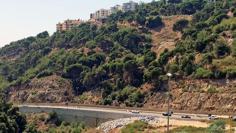 berg och väg, soptipp ute i naturen, Beirut.